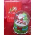 Коледно преспапие с Дядо Коледа и елхичка